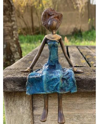Statut en bronze femme assise en robe bleu